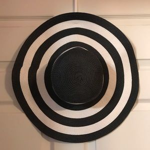 Accessories - Black and white striped hat